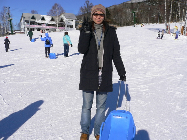 滑雪場玩雪了