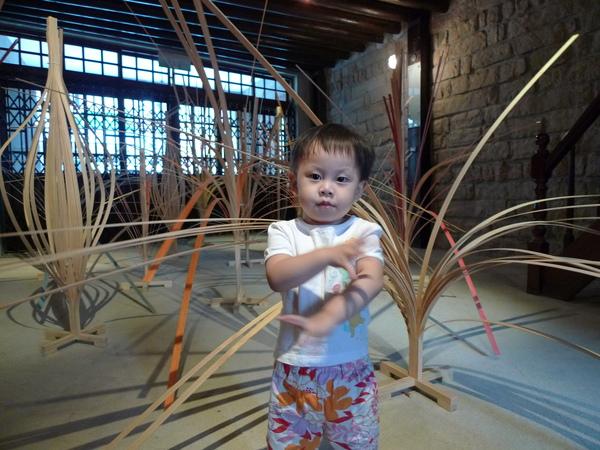 跟著竹子跳舞~
