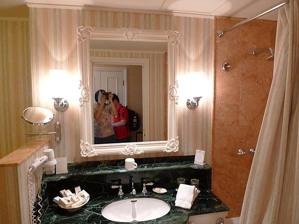 浴室好美喔~