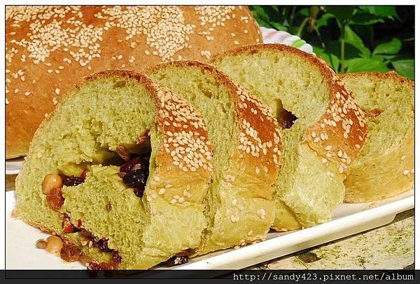 00菠菜芝麻麵包.jpg
