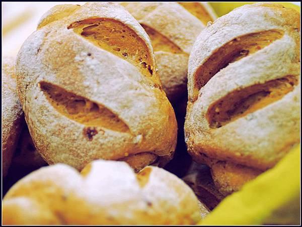 00黑糖雜糧小麵包.jpg