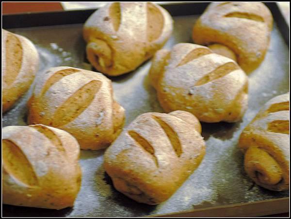 05黑糖雜糧小麵包.jpg