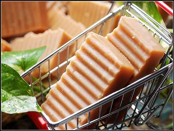 07茶樹礦土潔膚皂.jpg