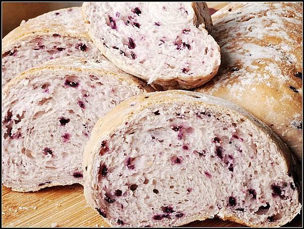 09紫胡蘿蔔麵包.jpg