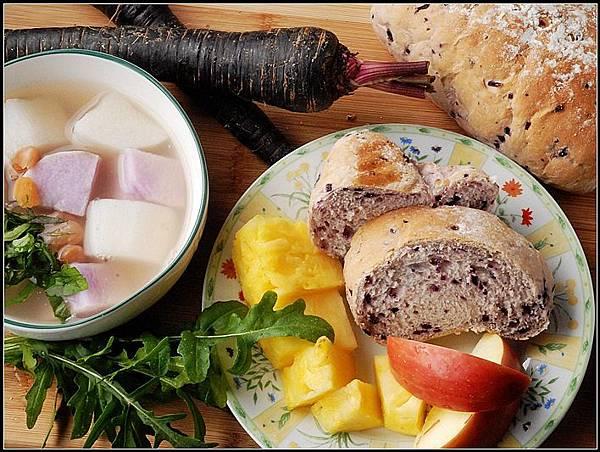 10紫胡蘿蔔麵包.jpg