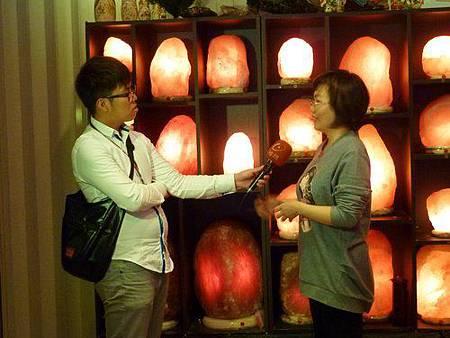 台視新聞訪問陳淑芬 鹽燈 象山第一站 喜馬拉雅山玫瑰鹽燈專賣店
