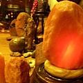 鴿血紅鹽燈、玉質底座(折扣後每公斤2百元)(附贈台灣製造有安全保險絲裝置之雙層絕緣鹽燈安全電線)
