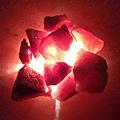 聚寶盆鹽燈與如花瓣的玫瑰鹽塊