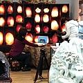 7華視點燈訪問鹽燈陳淑芬 象山第一站玫瑰鹽燈.jpg