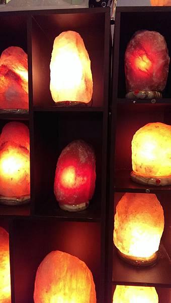 鴿血紅鹽燈與玫瑰鹽燈