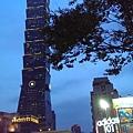 IMAG3956 象山第一站在台北捷運信義線世貿/101站2號出口莊敬路215號
