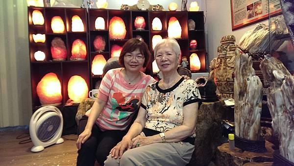 玫瑰鹽燈陳淑芬與86歲的小學陳淑媛老師在象山第一站