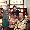 玫瑰鹽燈陳淑芬母子與86歲的小學陳淑媛老師在象山第一站
