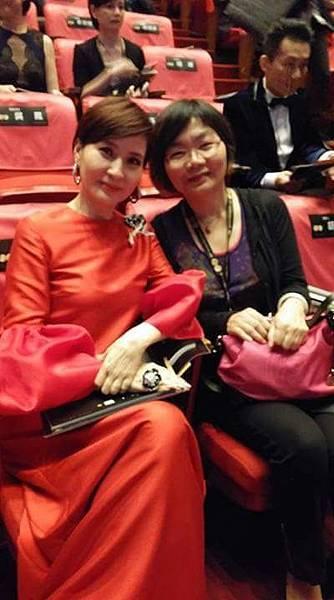 陳淑芬與方芳芳,在第50屆金鐘獎盛會重逢。