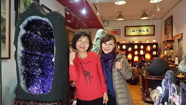 龍千玉與玫瑰鹽燈陳淑芬在象山第一站