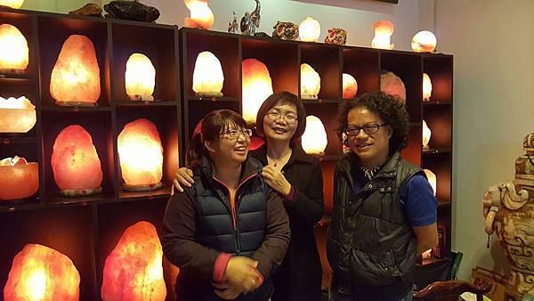 民視「台灣演藝」記者曾玉瑩 林明煌在象山第一站訪問陳淑芬談龍千玉