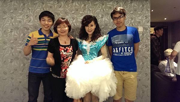 龍千玉2014年6月8日演唱會 陳淑芬母子到場祝賀