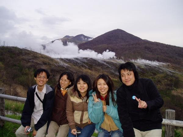 冒煙那個就是火山