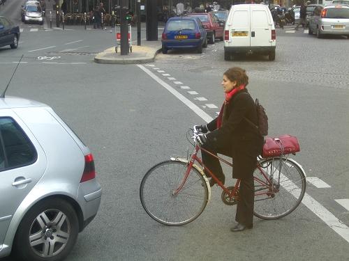 莫名覺得騎腳踏車的女生很巴黎
