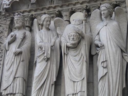 聖母院門口的雕像
