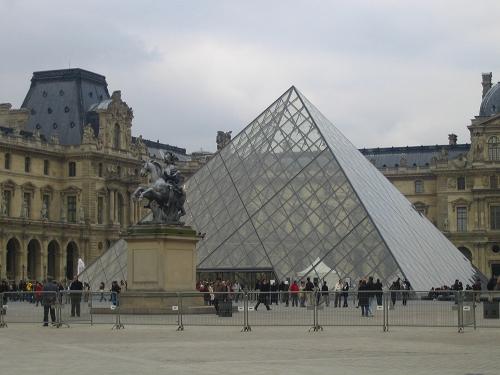 終於看到金字塔了