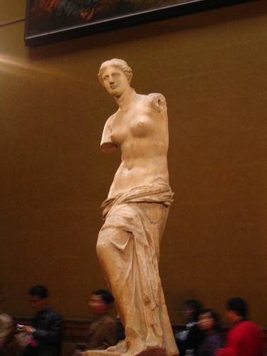 羅浮宮內的雕像