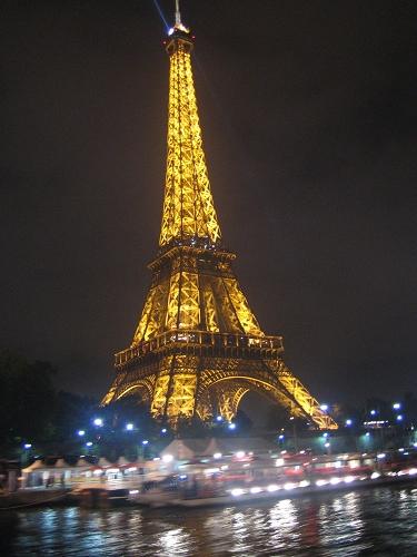 遊河又看到艾菲爾鐵塔