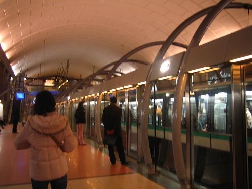 搭像捷運的交通工作
