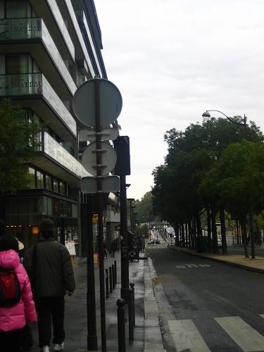 前往密特朗圖書館的街道