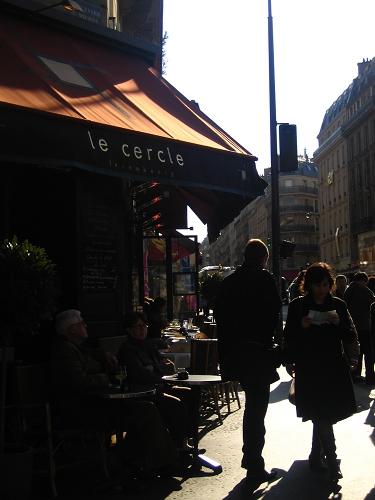 其實想拍坐在咖啡店前的老夫妻..