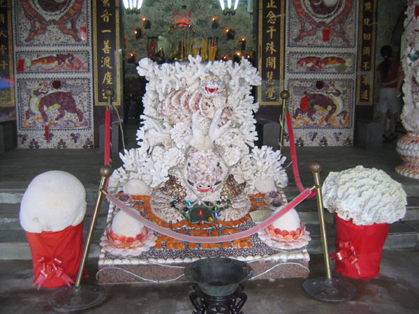 三芝貝瞉廟(十八羅漢洞)