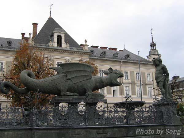 Klagenfurt之怪龍噴泉