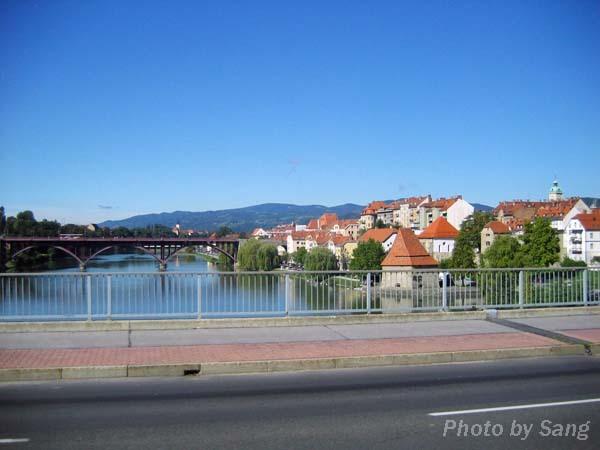 行經Drave河時所見Maribor