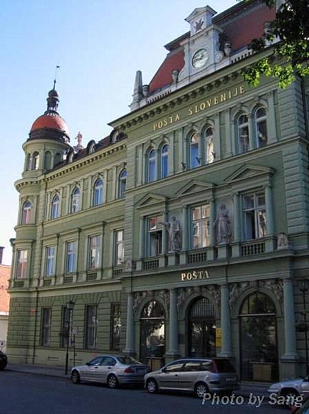 Maribor的街道,這棟是郵局