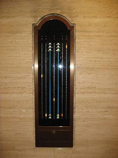PORTOBIA飯店電梯指示燈