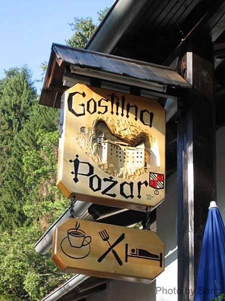 Prejama城堡旁咖啡店招牌