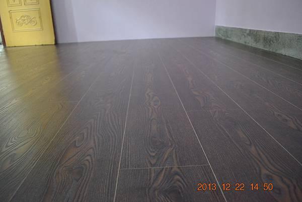 炭化超耐磨地板6.4寸4分-蕭瑟棕01