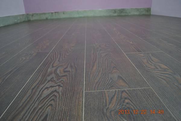 炭化超耐磨地板6.4寸4分-蕭瑟棕