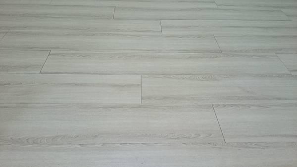 超耐磨地板 時尚oak系列 細緻白橡0