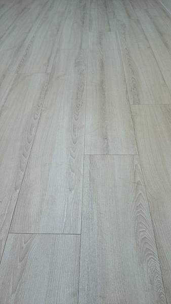 超耐磨地板 時尚oak系列 細緻白橡01