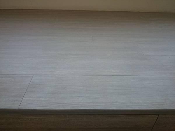 美耐板超耐磨地板OM系列芋灰 (1280x960)
