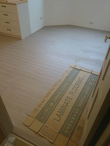 美耐板超耐磨地板OM系列芋灰 (3) (960x1280)