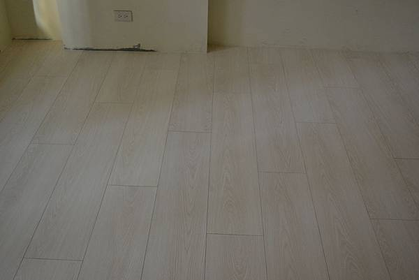 7.8寸超耐磨地板 碳化基材 (2)