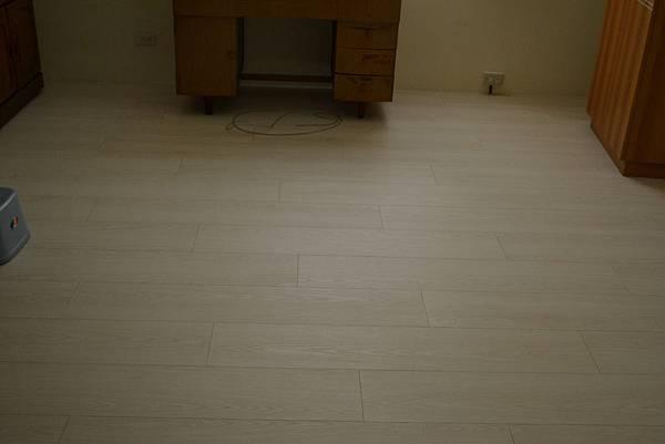 7.8寸超耐磨地板 碳化基材 (4)