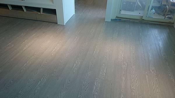 7.8寸超耐磨地板 碳化基材 深邃灰 (3)