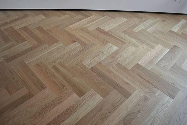 北美白橡海島複合地板 雙人字貼 (5)