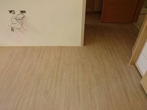 Formica富美家 超耐磨地板 田園橡木 (2)