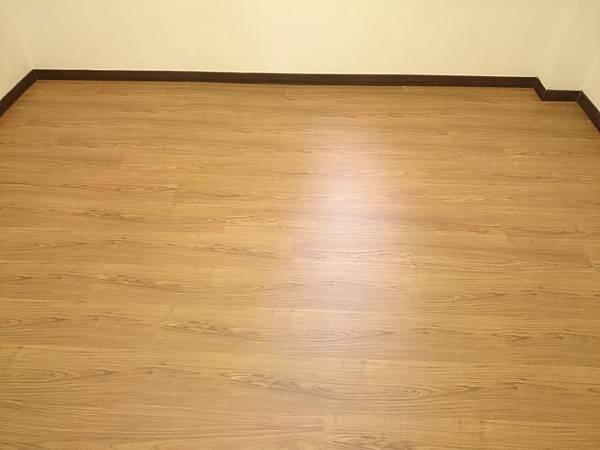 超耐磨地板 手刮紋系列 琥珀柚木 (4)