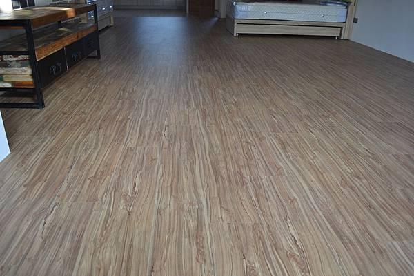 6.4寸 超耐磨地板 手刮紋 赤松.JPG