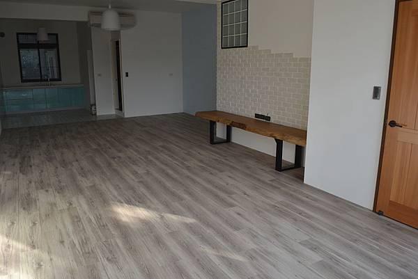 6.4寸超耐磨地板 小浮雕 新峇離島.JPG